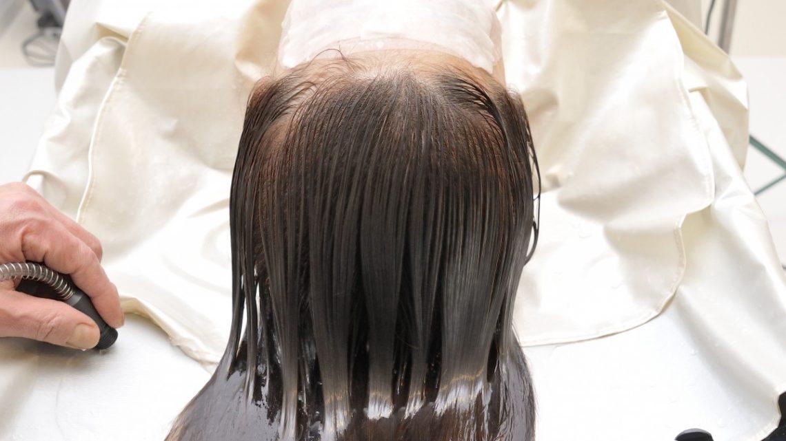 Comment bien prendre soin de ses cheveux à faible porosité?