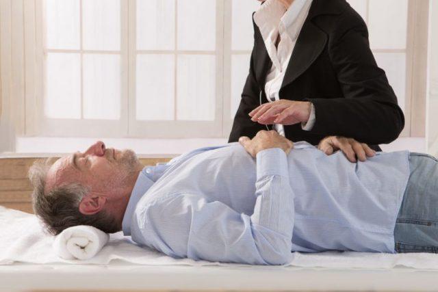 Comment l'hypnose peut aider à reprendre confiance en soi?