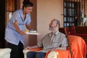 Aide à domicile ou maison de retraite
